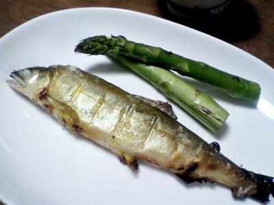 アスパラと鮎の塩焼き